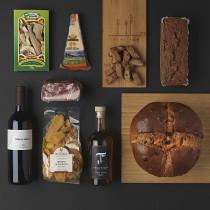 pacco natalizio Trentiner Oh Bepi Days con panettone, vino rosso, grappa e prodotti tipici